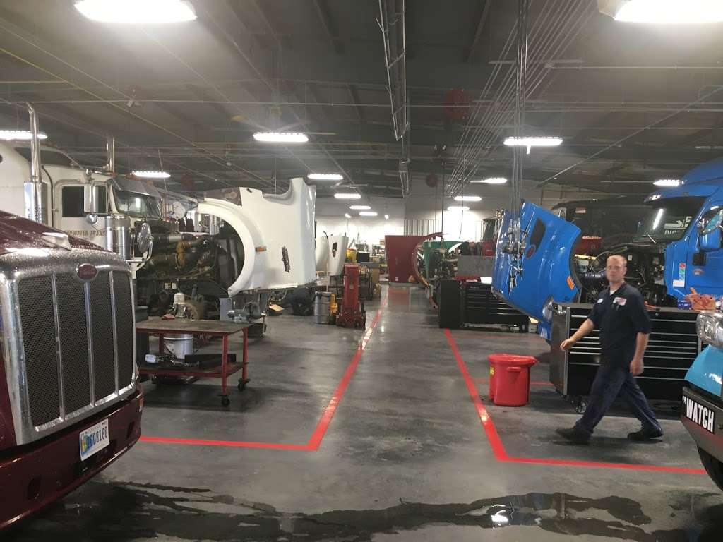 Peterbilt of Charlotte - car repair  | Photo 8 of 10 | Address: 3917 Trailer Dr, Charlotte, NC 28269, USA | Phone: (704) 597-8600