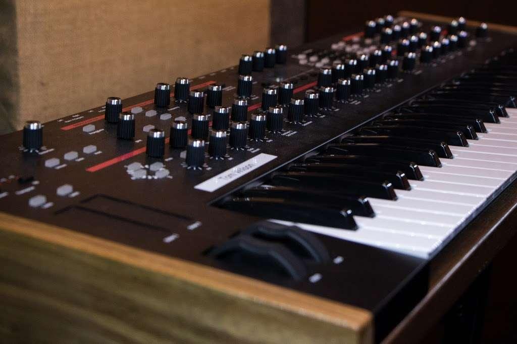 Vitruvian Sound NYC - electronics store  | Photo 9 of 10 | Address: 2 St Nicholas Ave #5, Brooklyn, NY 11237, USA | Phone: (929) 324-0845