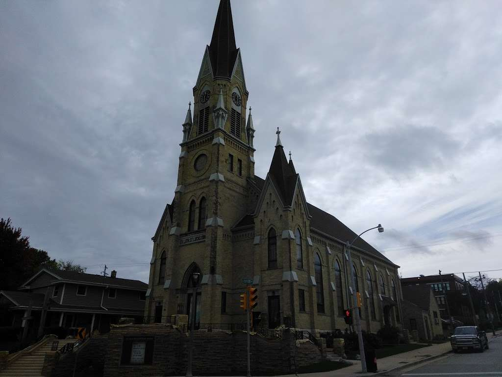 St. Lucas Lutheran Church - church  | Photo 5 of 10 | Address: 2605 S Kinnickinnic Ave, Milwaukee, WI 53207, USA | Phone: (414) 483-9122