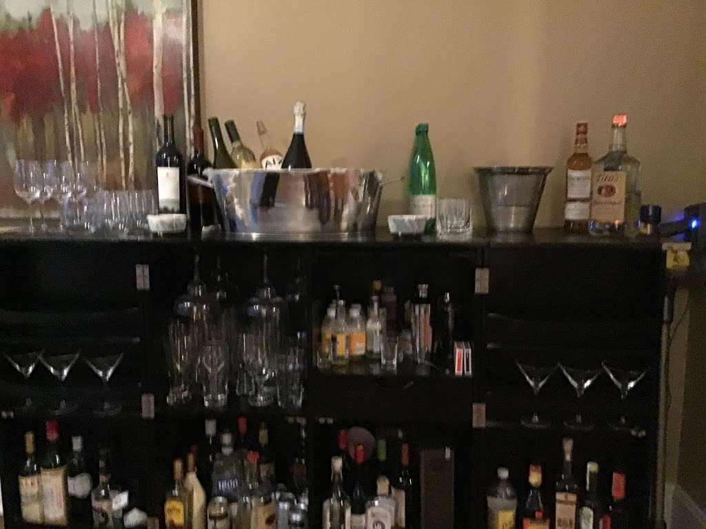 Hardy Hotel - lodging  | Photo 2 of 8 | Address: 1341 Asbury Ave, Winnetka, IL 60093, USA
