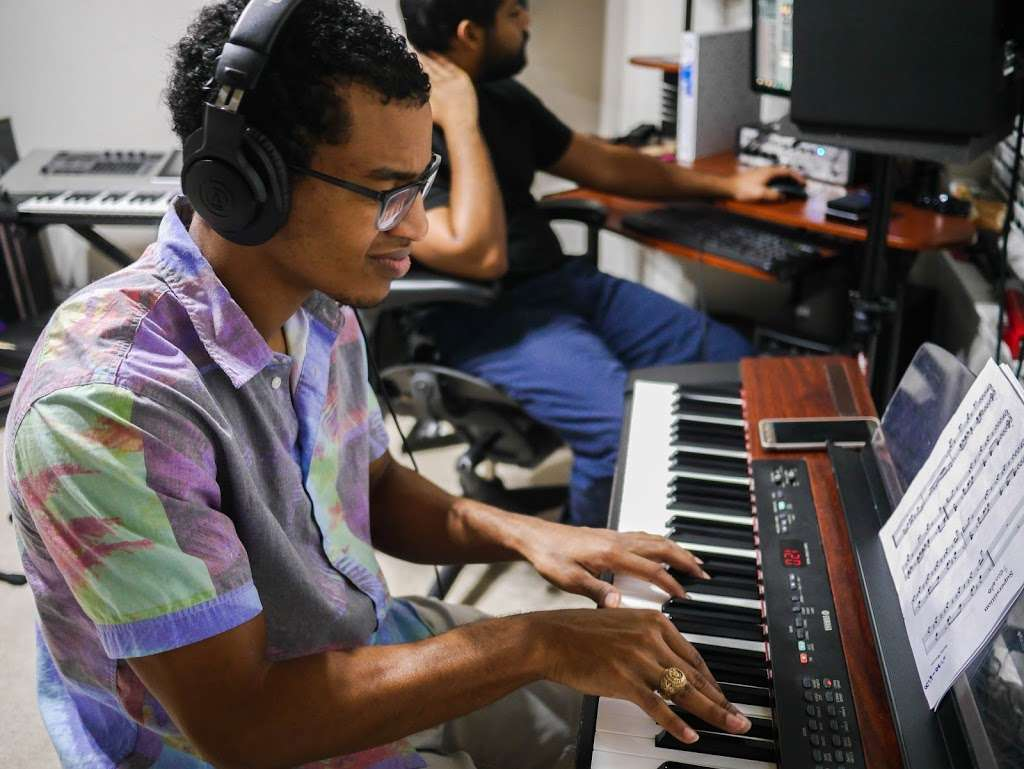 Piano Vibes - electronics store  | Photo 4 of 10 | Address: 4502 Taino Dr, Baytown, TX 77521, USA | Phone: (832) 244-2498