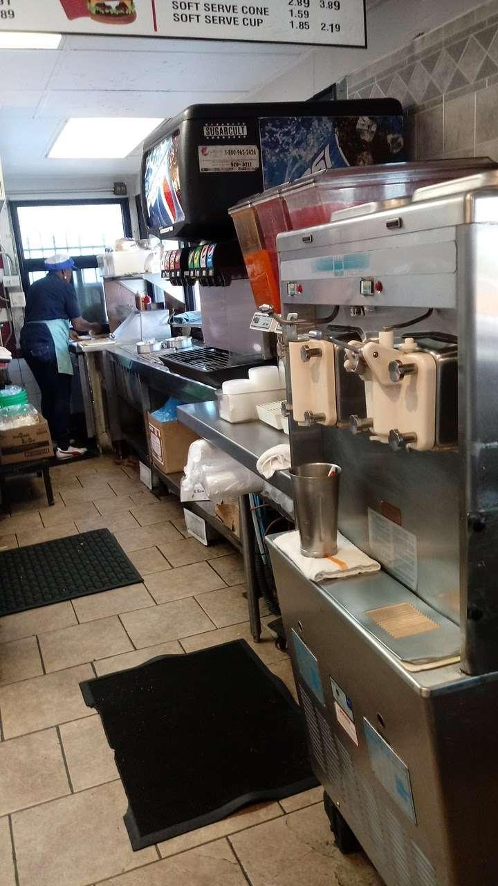 Als Drive In Inc - restaurant  | Photo 6 of 10 | Address: 80 Madison St, Maywood, IL 60153, USA | Phone: (708) 344-8660