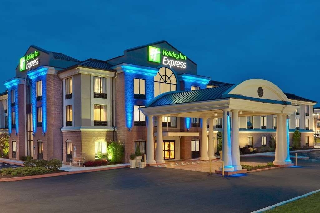 Holiday Inn Express & Suites Quakertown - lodging  | Photo 1 of 10 | Address: 1918 PA-663, Quakertown, PA 18951, USA | Phone: (215) 529-7979