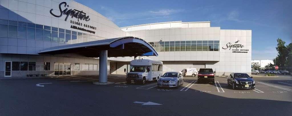 Signature Flight Support TEB South - Teterboro Airport - airport  | Photo 8 of 10 | Address: 101 Charles A. Lindbergh Dr., Teterboro, NJ 07608, USA | Phone: (201) 288-3555