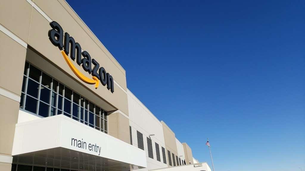 Amazon DEN2 - storage  | Photo 9 of 10 | Address: 22205 E 19th Ave, Aurora, CO 80019, USA | Phone: (855) 574-2041