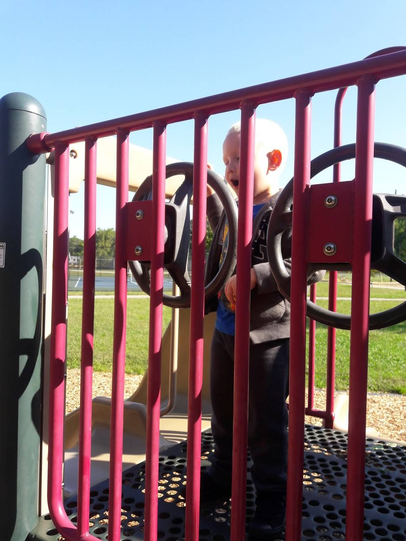 Highview Park - park  | Photo 7 of 10 | Address: 7201 Outer Loop, Louisville, KY 40228, USA | Phone: (502) 601-2318