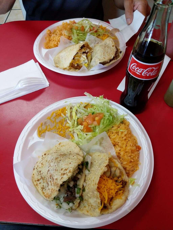 Gorditas El Tio - restaurant    Photo 1 of 9   Address: 3202 E Greenway Rd, Phoenix, AZ 85032, USA   Phone: (602) 867-9032