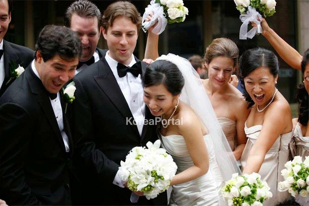 Tie The Knot Wedding House | Wedding Dresses, Wedding Shop, Wedd - clothing store  | Photo 5 of 9 | Address: 19 Sylvan Avenue. 2nd Floor, Englewood Cliffs, NJ 07632, USA | Phone: (201) 776-4409