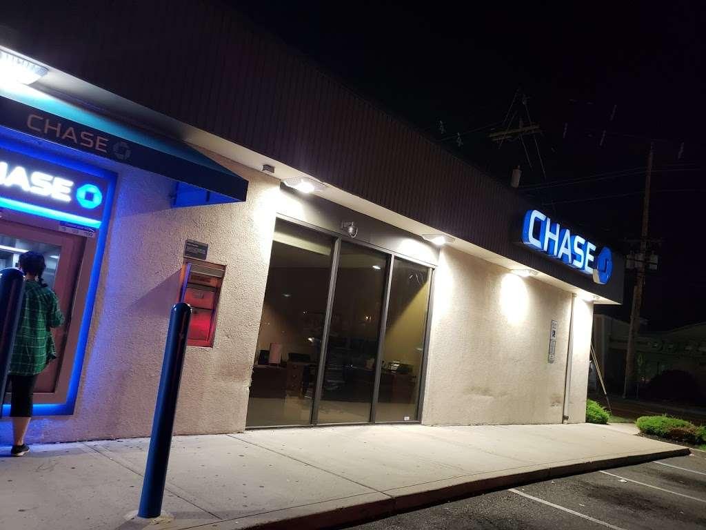 Chase Bank - bank  | Photo 2 of 5 | Address: 370 Essex St, Lodi, NJ 07644, USA | Phone: (201) 845-4868