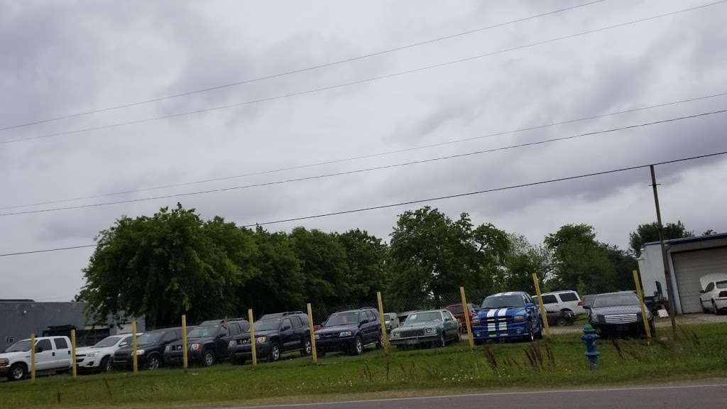 A & A Auto Service and Sales - car dealer    Photo 2 of 10   Address: 5110 Fuqua Gardens View Rd, Houston, TX 77045, USA   Phone: (713) 434-8464
