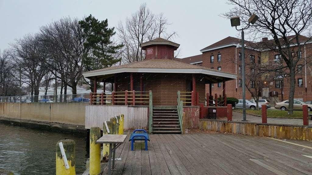 Dennis P. Collins Park - park  | Photo 6 of 10 | Address: Bayonne, NJ 07002, USA | Phone: (201) 858-6129
