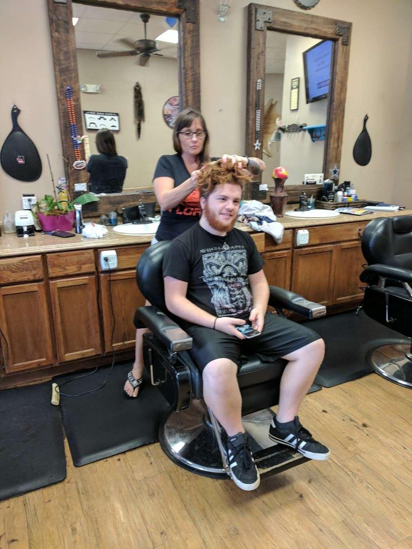 Glyna Maes Barber Shop - hair care  | Photo 8 of 10 | Address: 3250 SE 58th Ave, Ocala, FL 34480, USA | Phone: (352) 694-1500