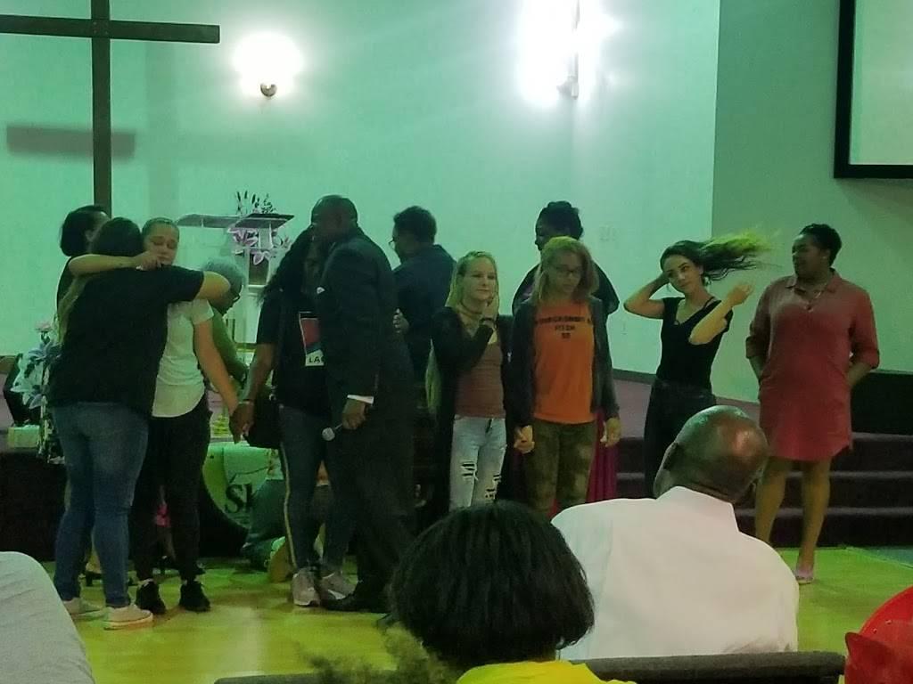 The Shiloh Christian Community Church - church  | Photo 3 of 8 | Address: 825 Yale Ave, Baltimore, MD 21229, USA | Phone: (410) 368-6002