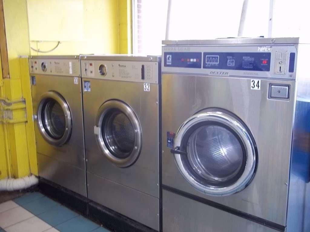 Lake Eustis Laundry Veteran Owned - laundry  | Photo 3 of 10 | Address: 2 East Hazzard Ave, Eustis, FL 32726, USA | Phone: (407) 212-7345