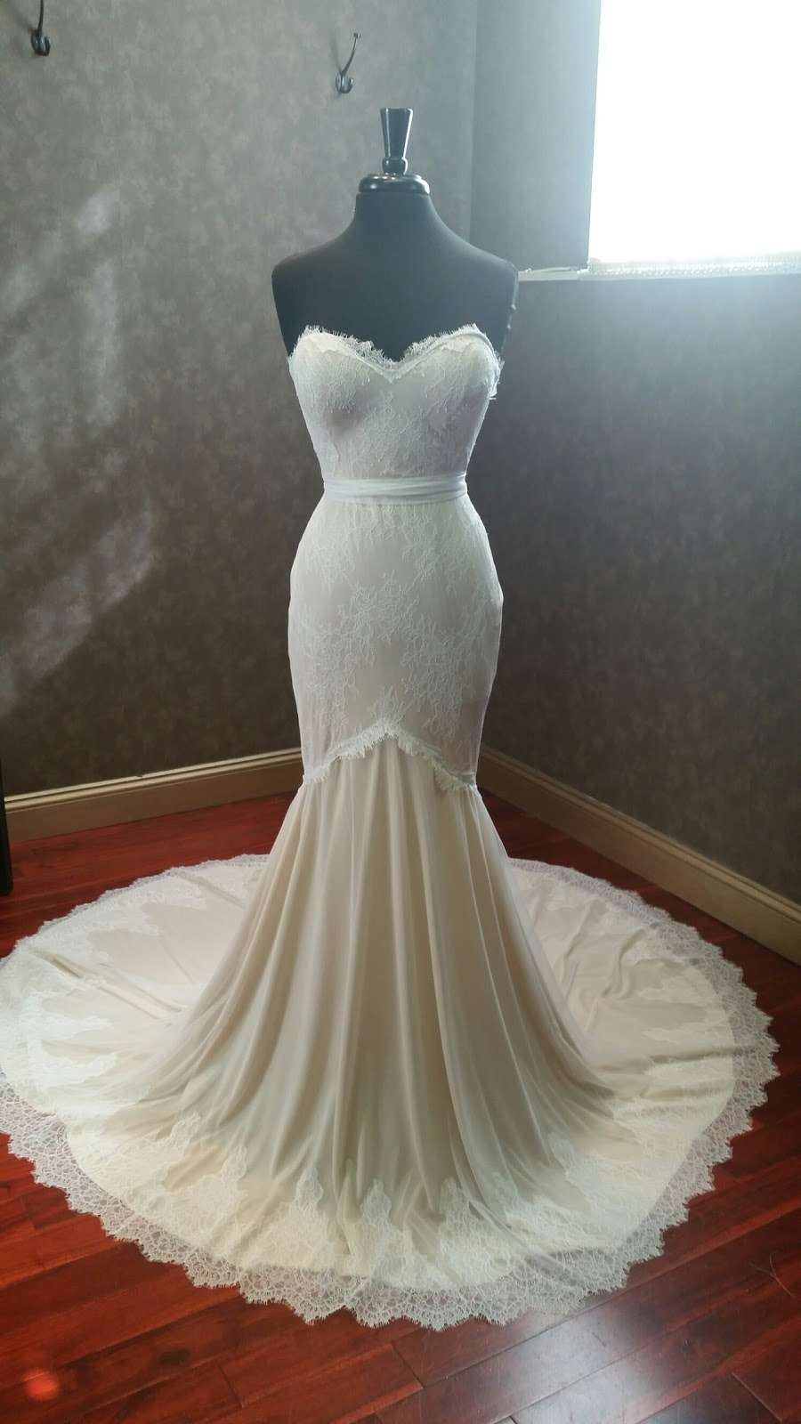 Couture de Bride - clothing store    Photo 7 of 10   Address: 406 Cedar Ln, Teaneck, NJ 07666, USA   Phone: (201) 357-4877