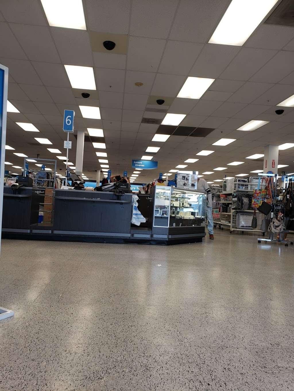 RK Causeway Plaza - shopping mall  | Photo 8 of 10 | Address: 12295 Biscayne Blvd, North Miami, FL 33181, USA | Phone: (305) 949-4110