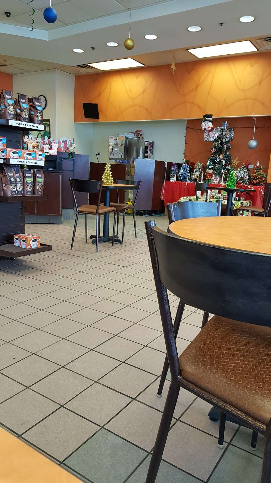 Dunkin Donuts - cafe  | Photo 4 of 10 | Address: 7247 Kingery Hwy, Hinsdale, IL 60521, USA | Phone: (630) 323-5205