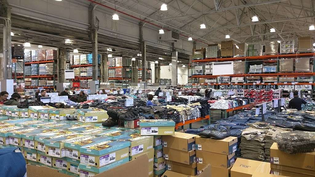 Costco Wholesale - store  | Photo 4 of 10 | Address: 3250 Vernon Blvd, Astoria, NY 11106, USA | Phone: (718) 267-3680