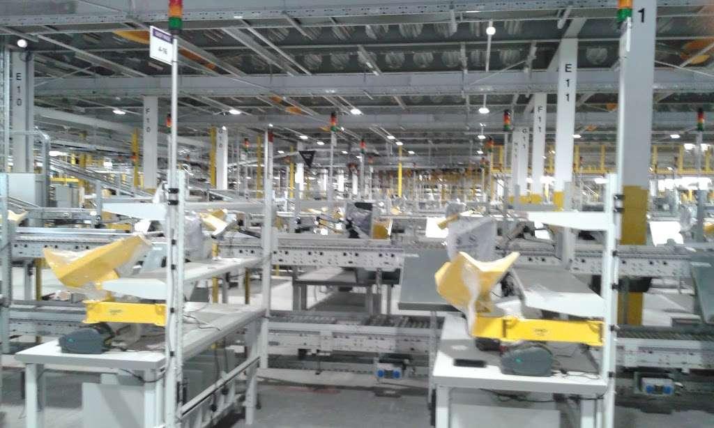 Amazon UK Services Ltd. Tilbury - LCY2 - storage  | Photo 1 of 10 | Address: London Distribution Park, Windrush Rd, Tilbury RM18 7AN, UK | Phone: 07482 247503