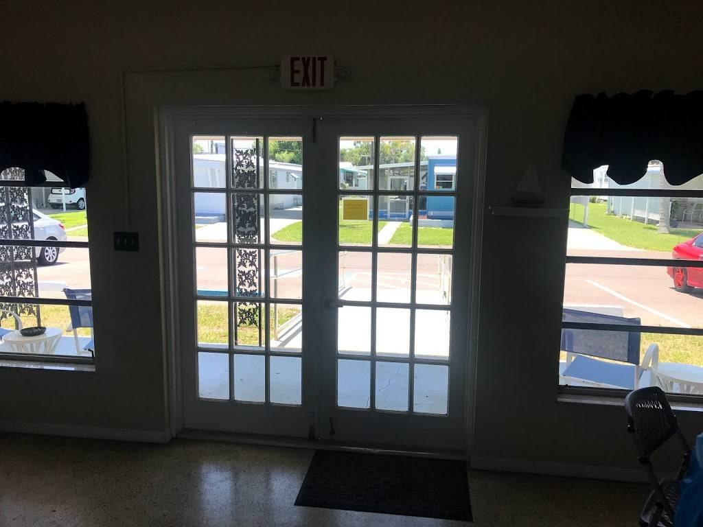 Far Horizon Mobile Home Park - rv park    Photo 4 of 8   Address: 2580 Nursery Rd, Clearwater, FL 33764, USA   Phone: (727) 524-2724