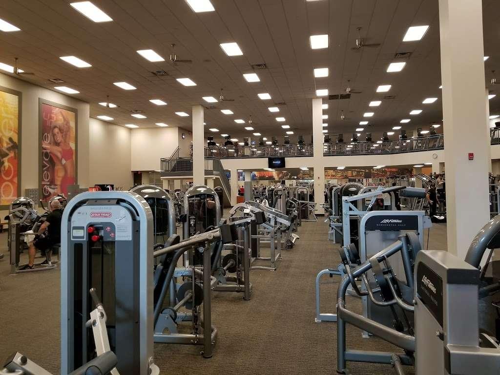 LA Fitness - gym  | Photo 1 of 10 | Address: 485 Harmon Meadow, Secaucus, NJ 07094, USA | Phone: (201) 751-9940
