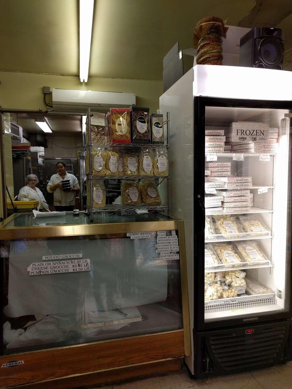 Raffettos - store  | Photo 8 of 10 | Address: 144 W Houston St, New York, NY 10012, USA | Phone: (212) 777-1261