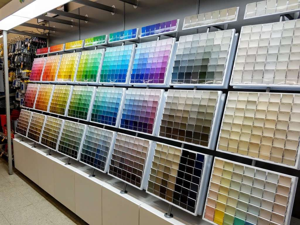 Sherwin-Williams Paint Store - home goods store  | Photo 4 of 7 | Address: 606A E Main St, Waynesboro, PA 17268, USA | Phone: (717) 762-3913