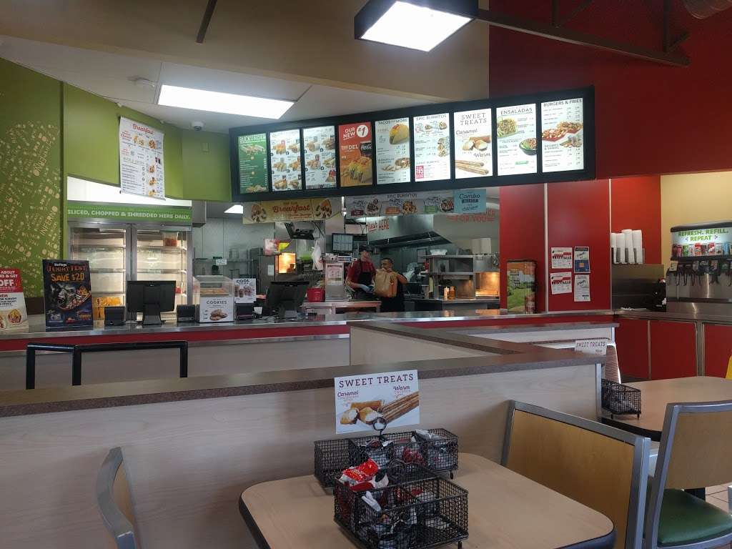 Del Taco - meal takeaway  | Photo 5 of 10 | Address: 30607 CA-79, Temecula, CA 92592, USA | Phone: (951) 693-4212
