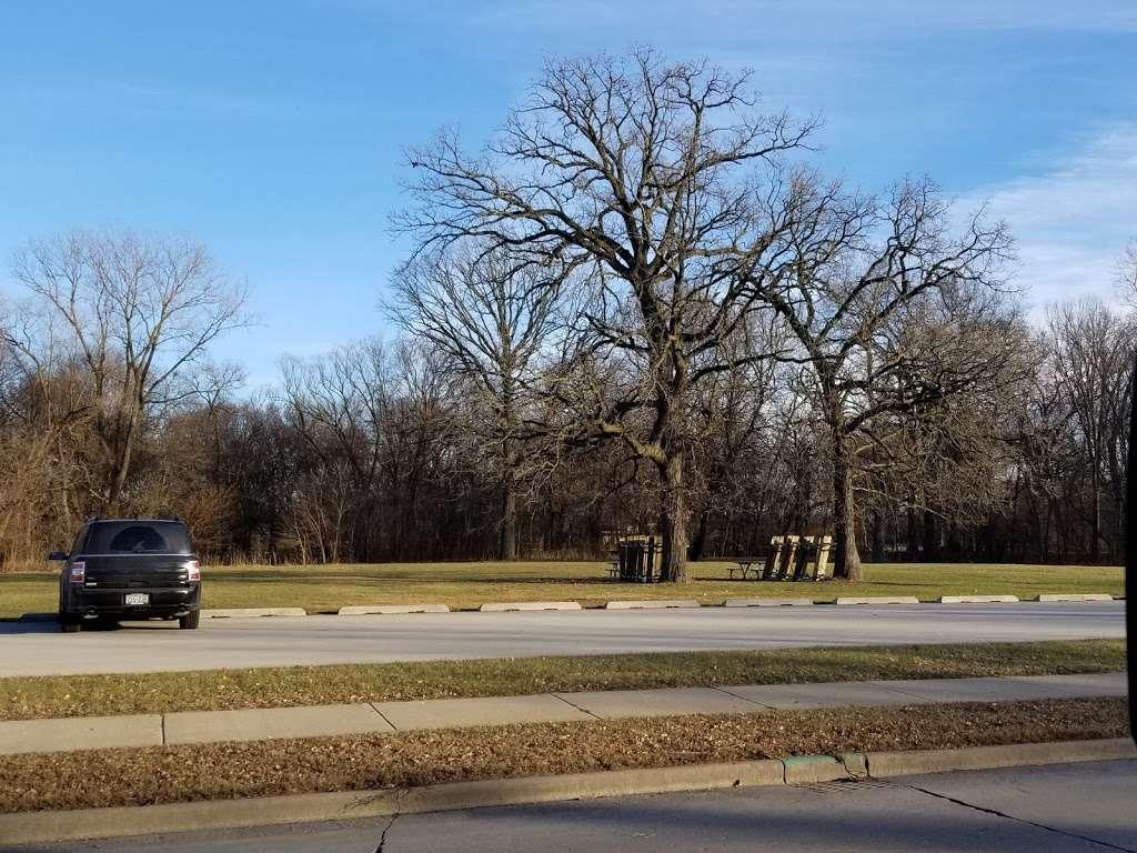Jackson Park Parking - parking  | Photo 2 of 4 | Address: Milwaukee, WI 53219, USA | Phone: (414) 672-5052