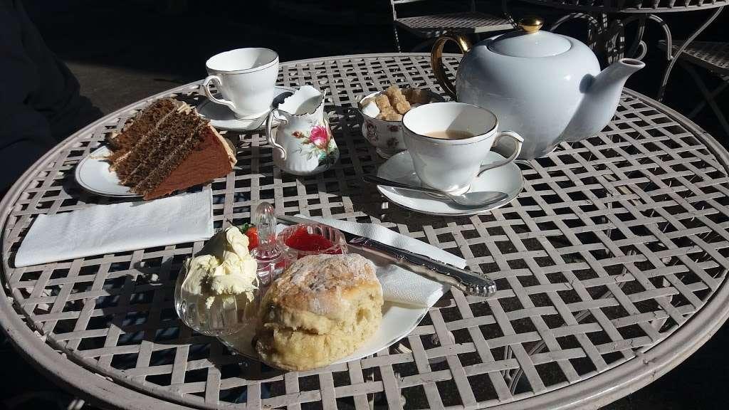 Lamingtons - cafe    Photo 3 of 10   Address: 25 High St, Bletchingley, Redhill RH1 4PB, UK   Phone: 07751 405020