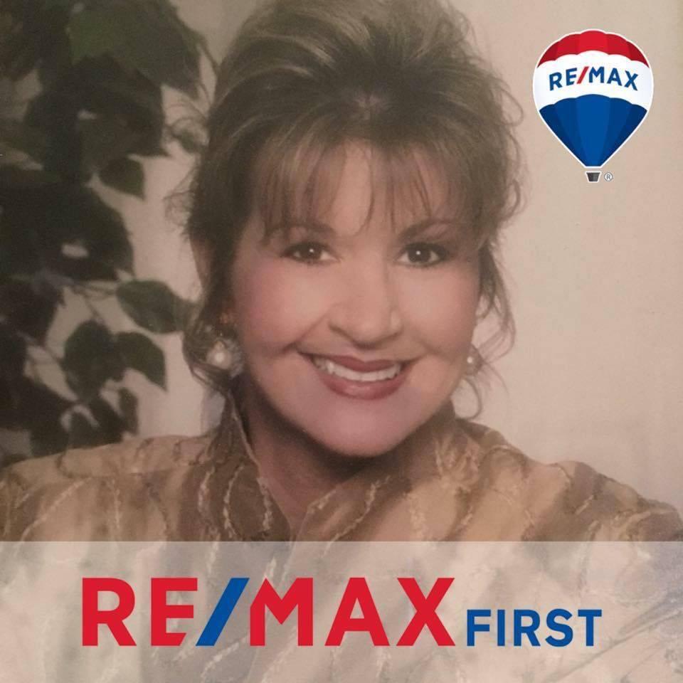 Lisa Jo Napier, Realtor RE/MAX First - real estate agency    Photo 1 of 3   Address: 2123 Veterans Pkwy, Jeffersonville, IN 47130, USA   Phone: (502) 645-9654