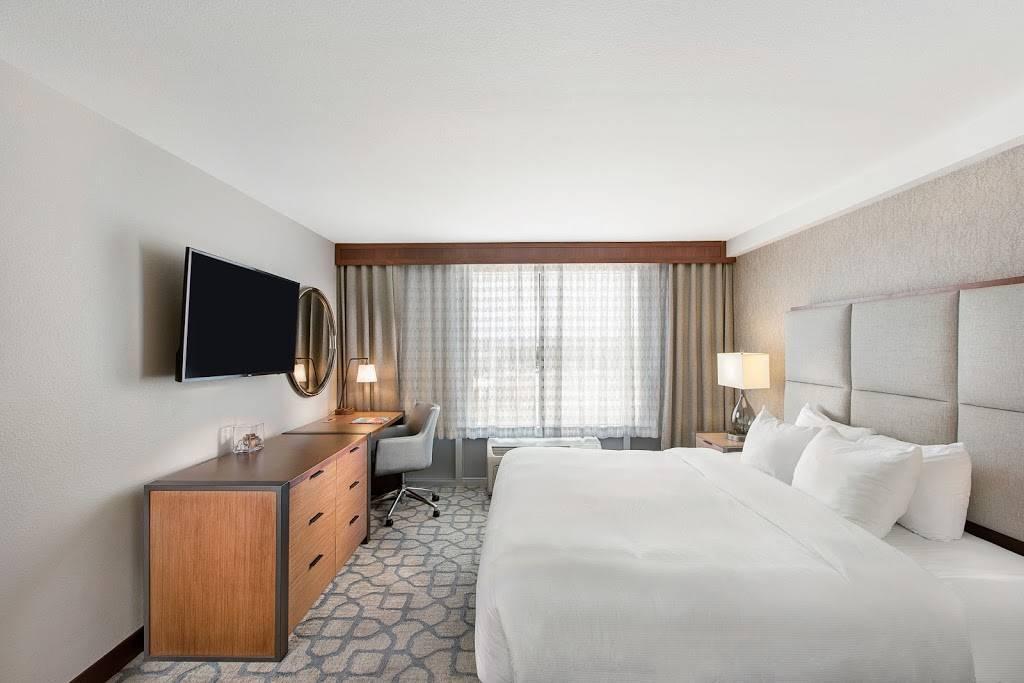 DoubleTree by Hilton San Antonio Northwest - lodging  | Photo 2 of 10 | Address: 6809 N Loop 1604 W, San Antonio, TX 78249, USA | Phone: (210) 690-0300