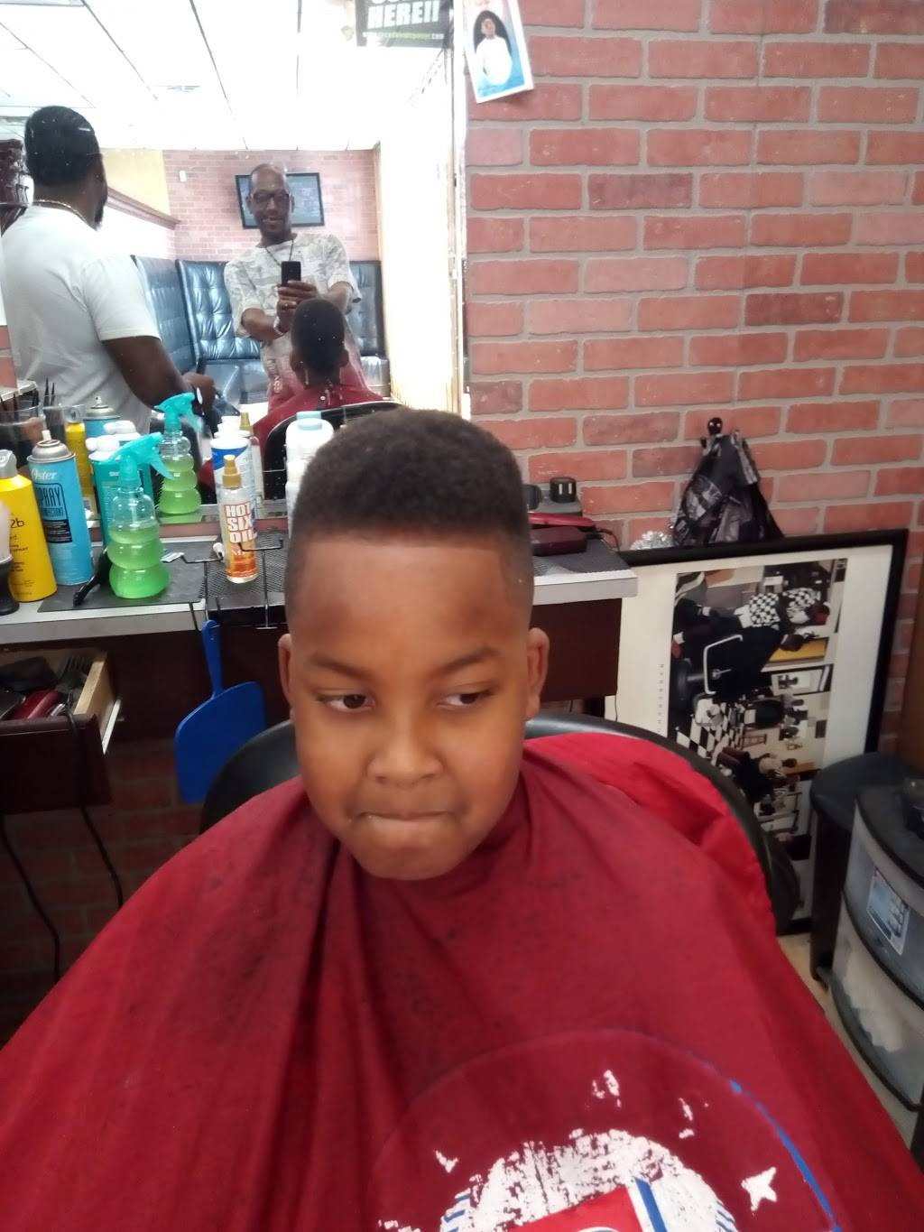 The Fade And Shave Bar - hair care  | Photo 6 of 7 | Address: 5529 James Ave #121, Fort Worth, TX 76115, USA | Phone: (682) 707-5619