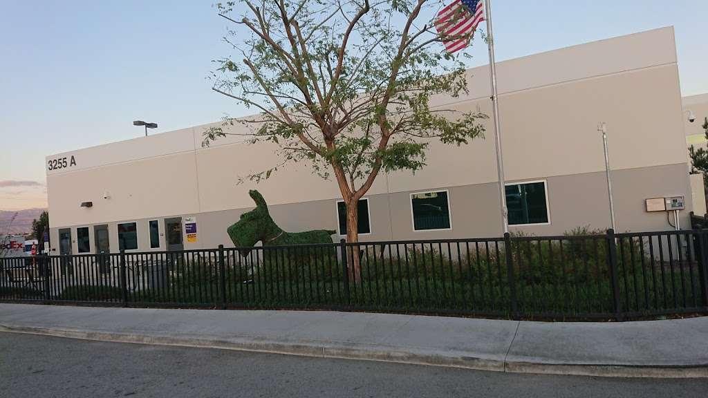 FedEx Ground - moving company  | Photo 9 of 10 | Address: 11600 Cactus Ave, Bloomington, CA 92316, USA | Phone: (800) 463-3339