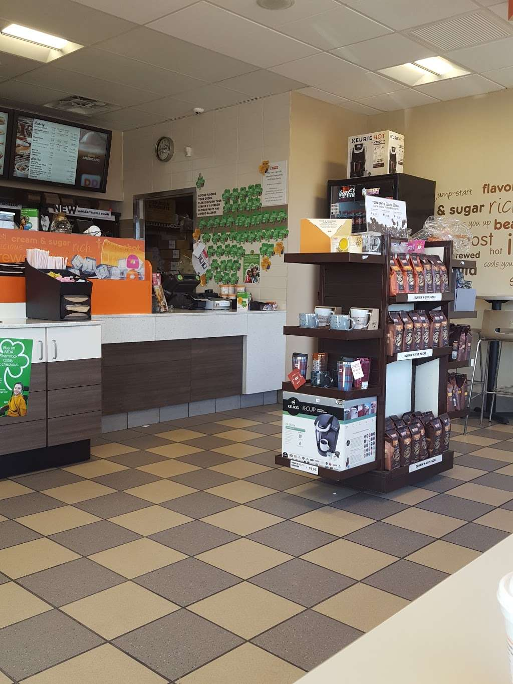 Dunkin Donuts - cafe  | Photo 2 of 10 | Address: 555 N Shore Rd, Revere, MA 02151, USA | Phone: (781) 485-5900