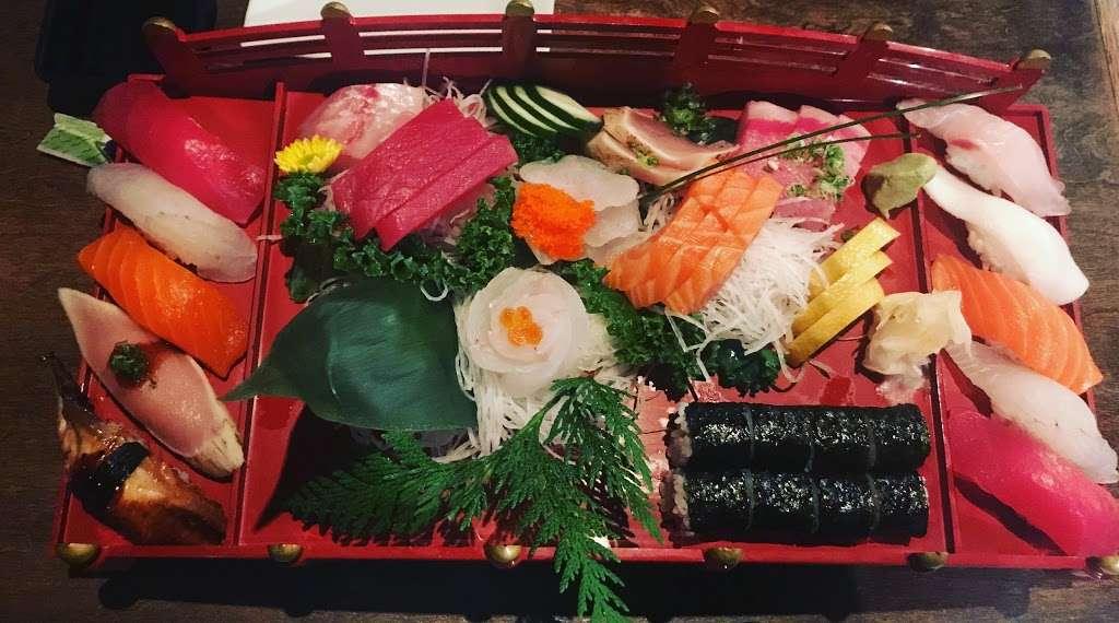 Sushi Cruise - restaurant    Photo 10 of 10   Address: 725 River Rd #51, Edgewater, NJ 07020, USA   Phone: (201) 313-3611