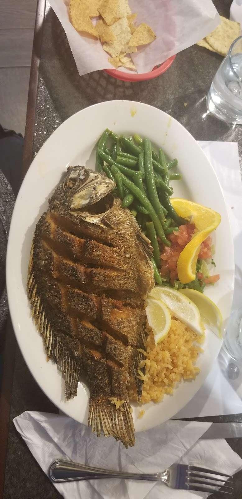 El Chivolin Restaurant - restaurant  | Photo 5 of 10 | Address: 4171 S 76th St, Greenfield, WI 53220, USA | Phone: (414) 810-0482
