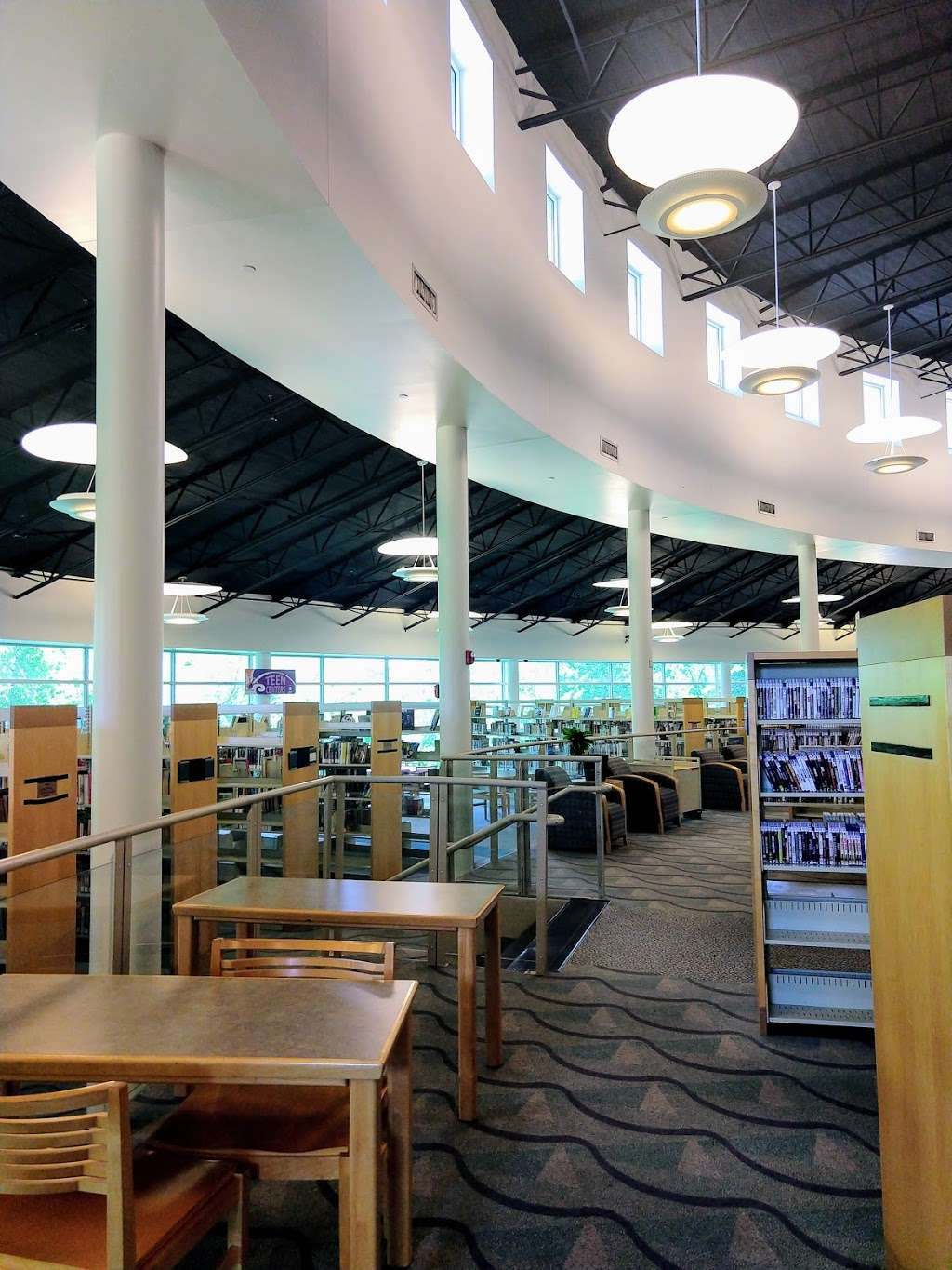 Arcadia Park Branch Library - library  | Photo 2 of 9 | Address: 1302 N Justin Ave, Dallas, TX 75211, USA | Phone: (214) 670-6446