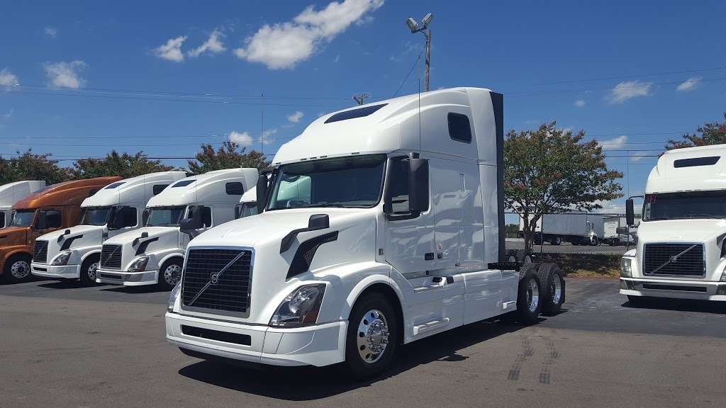 Advantage Truck Center - car repair  | Photo 9 of 10 | Address: 3880 Jeff Adams Dr, Charlotte, NC 28206, USA | Phone: (704) 597-0551