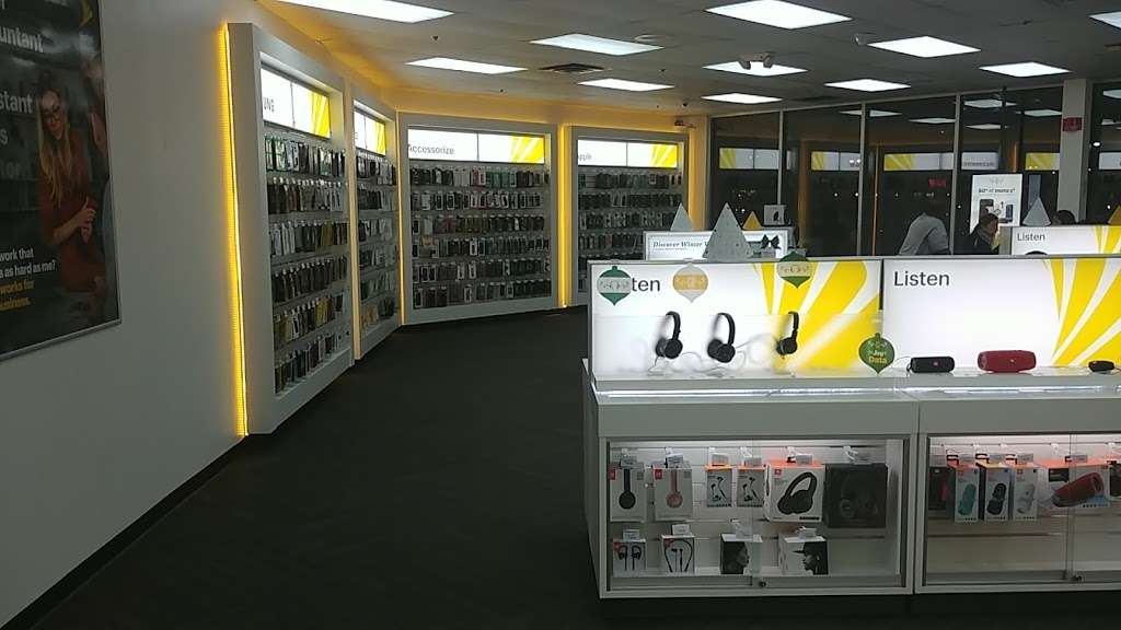 Sprint Store - electronics store  | Photo 7 of 10 | Address: 517 River Rd, Edgewater, NJ 07020, USA | Phone: (201) 654-0920