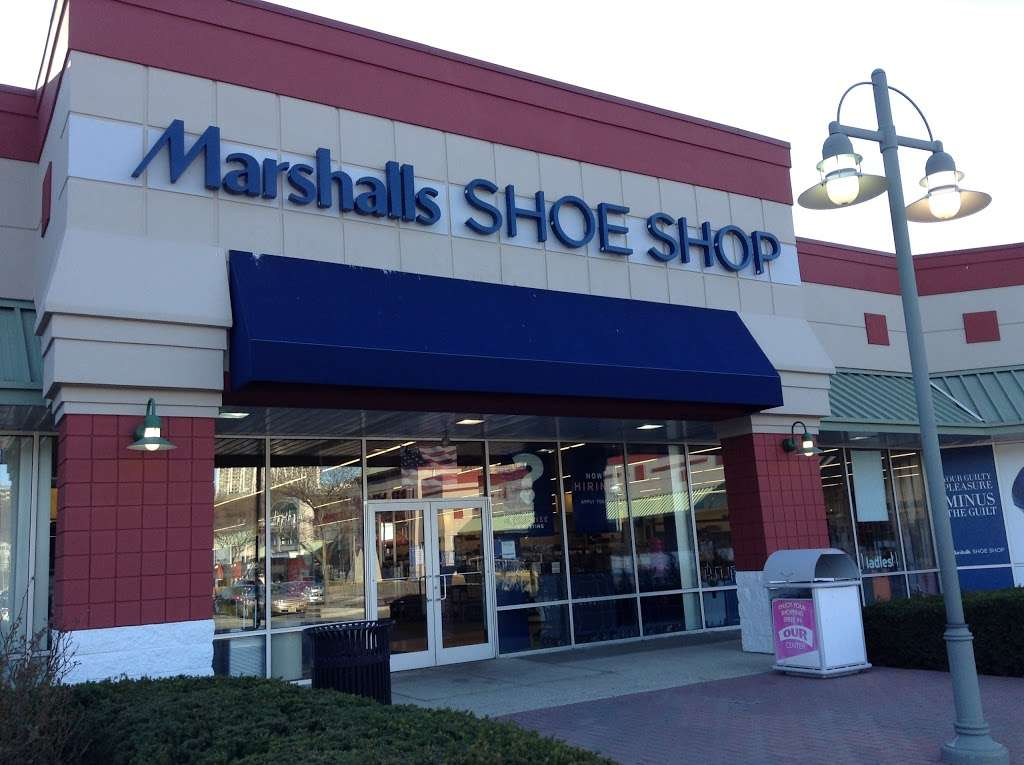 Marshalls - department store  | Photo 4 of 10 | Address: 497 River Rd, Edgewater, NJ 07020, USA | Phone: (201) 945-5671