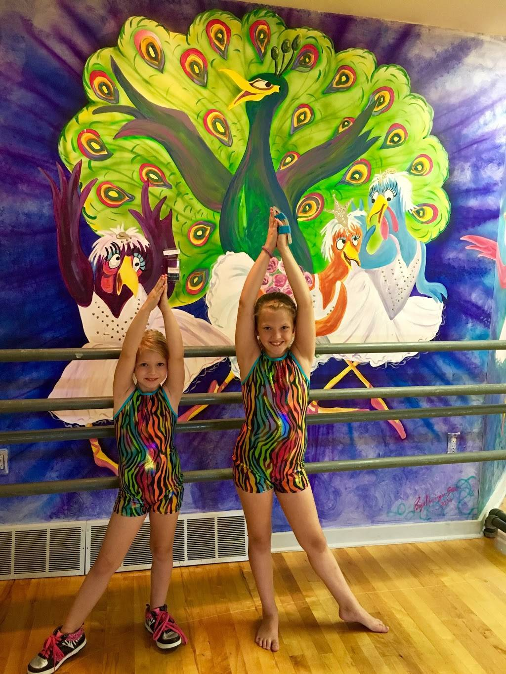 Invitation to Dance - gym  | Photo 4 of 7 | Address: 108 E Stansifer Ave, Clarksville, IN 47129, USA | Phone: (502) 645-1568