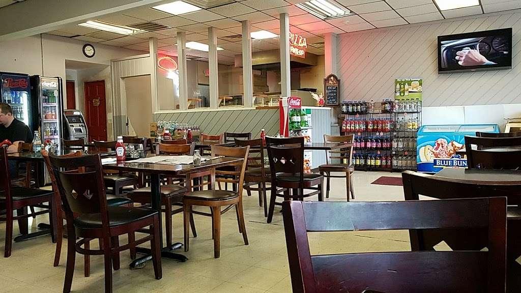 Hometown Deli & Pizzeria - restaurant  | Photo 1 of 10 | Address: 812 NY-52, Fishkill, NY 12524, USA | Phone: (845) 896-9730