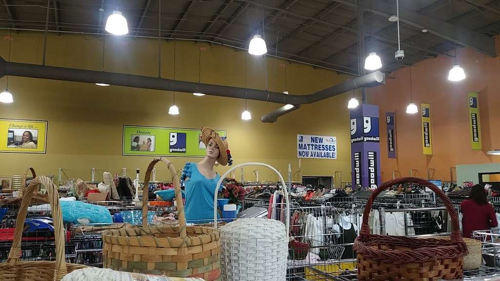 Goodwill - store  | Photo 2 of 10 | Address: 4851 US-1, Rockledge, FL 32955, USA | Phone: (321) 890-1441