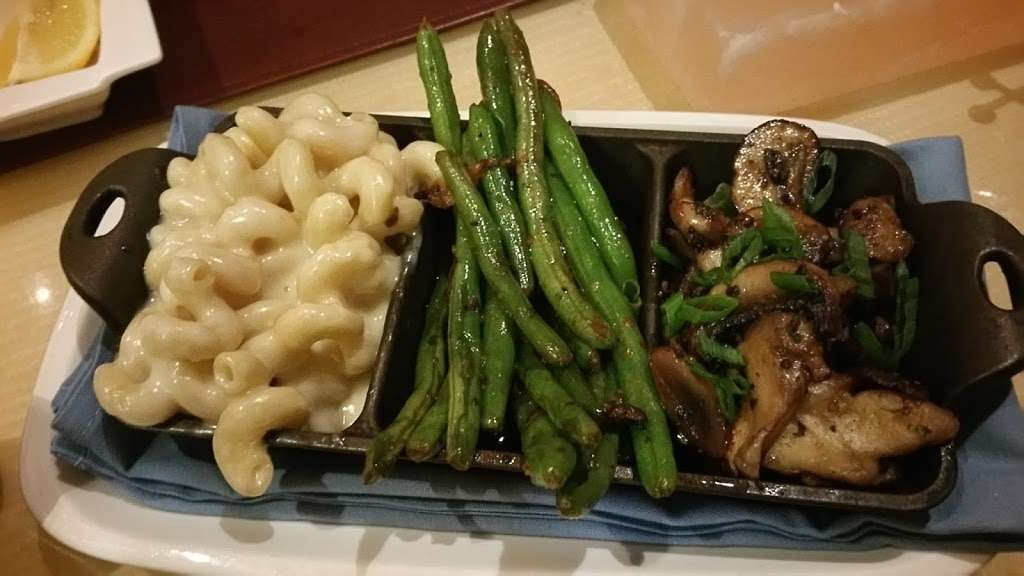 Center Cut - restaurant  | Photo 3 of 10 | Address: 4300 N Michigan Rd, Shelbyville, IN 46176, USA | Phone: (877) 386-4463