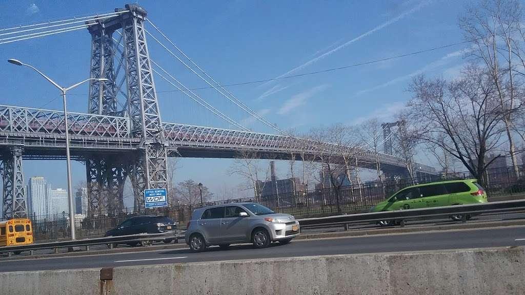 John V. Lindsay East River Park Track - park  | Photo 5 of 10 | Address: 1234 E 6th St, New York, NY 10009, USA | Phone: (212) 639-9675