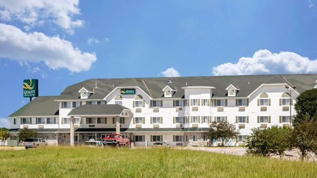 Quality Inn & Suites - lodging  | Photo 1 of 10 | Address: 7333 Husker Cir, Lincoln, NE 68504, USA | Phone: (402) 817-7807