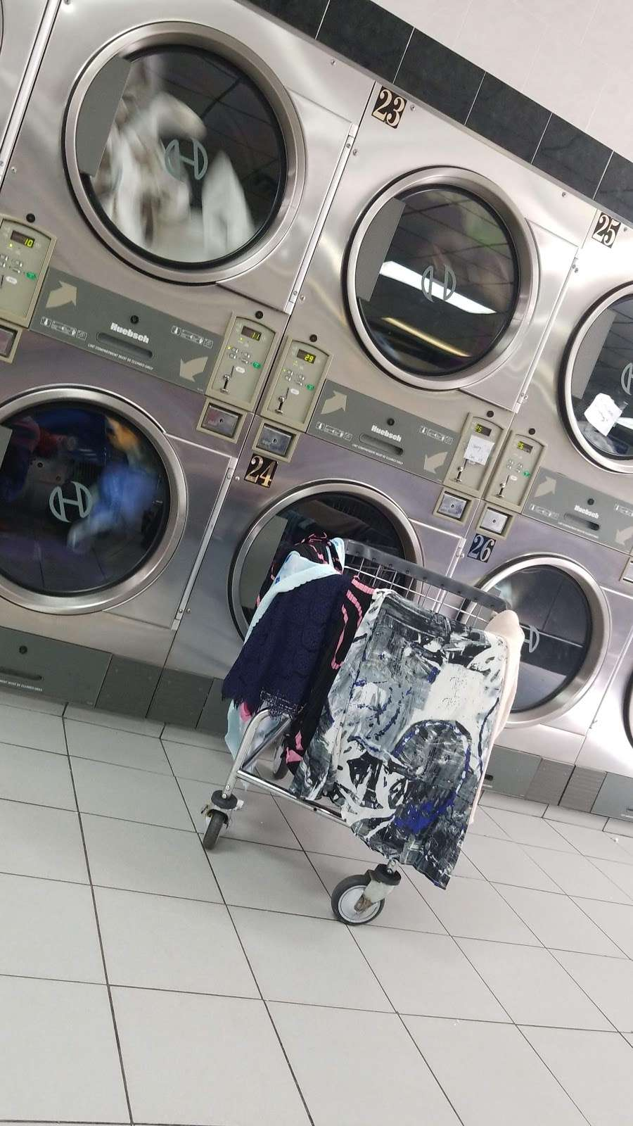 Hua Zhong Laundromat Inc - laundry  | Photo 1 of 1 | Address: 22030 Jamaica Ave, Queens Village, NY 11428, USA | Phone: (718) 454-8880