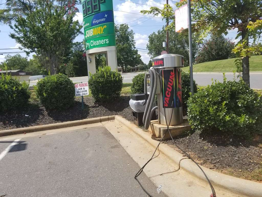 BP - gas station  | Photo 4 of 10 | Address: 2904 Yorkmont Rd, Charlotte, NC 28208, USA | Phone: (704) 329-1417