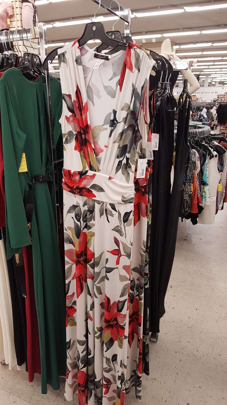 Viva Fashion Mart - clothing store  | Photo 7 of 10 | Address: 4305 State Ave, Kansas City, KS 66102, USA | Phone: (913) 287-8008